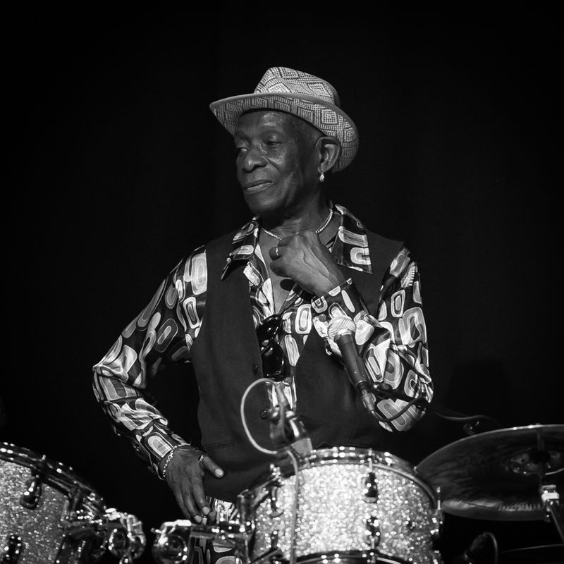 Tony_Allen_med_band_cropped_(231308)