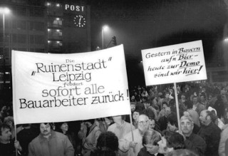 Demonstrators in Leipzig.1991. Bundesarchiv, Bild 183-1989-1113-048